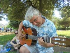 3  Dom guitare Sieste.JPG
