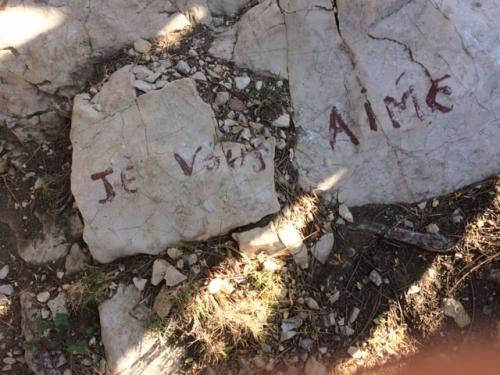 Il y a des mots que les pierres n'ont vraiment pas envie d'effacer  PIERRES .JPG