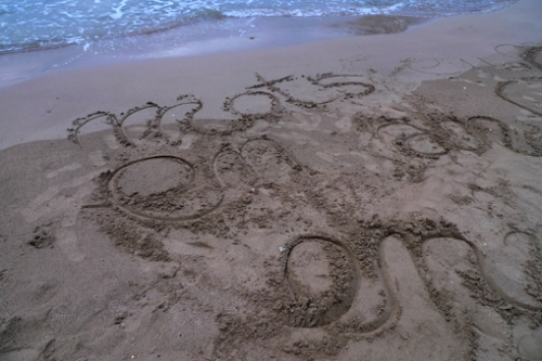 mots sur le sable.jpg